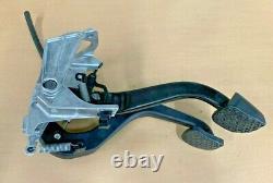 08-12 BMW E90 F30 1 3 X1 Clutch Pedal Box Manual Transmission W Master Cylinder