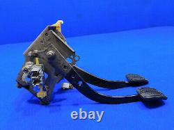 94 95 Ford Mustang 5 Speed Manual Pedal Box Clutch Assembly Good Used A35