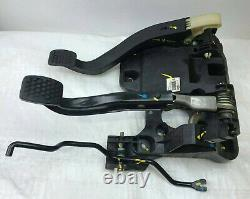 Chevrolet Spark Mk1 2010-15 Pedal Box Assembly With Clutch Pedal 95962968 (2011)